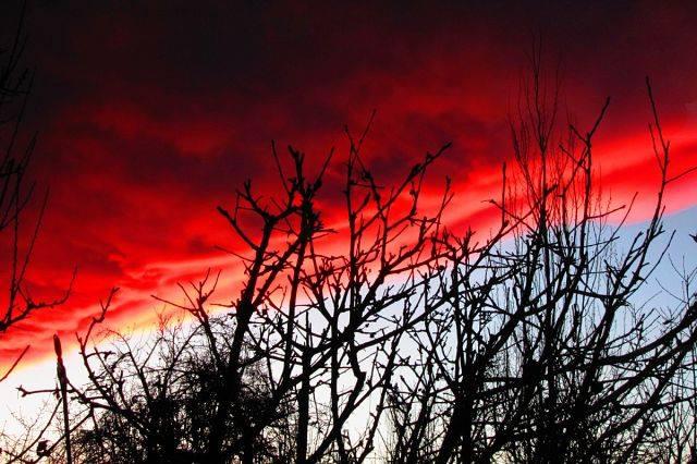 Над Иссык-Кулем прошло кровавое облако