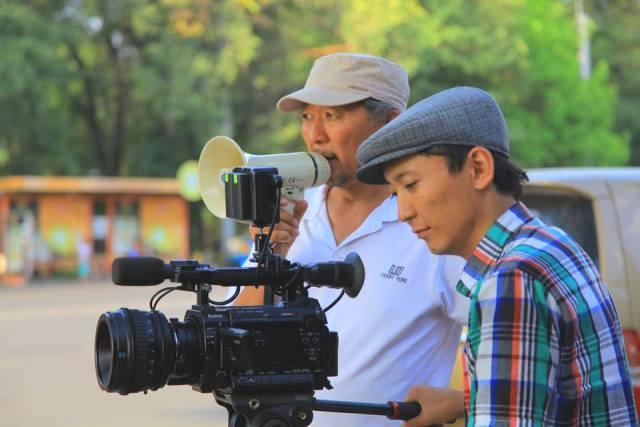 Завершились съемки нового фильма Эрнеста Абдыжапарова «Кекеч» («Заика»)