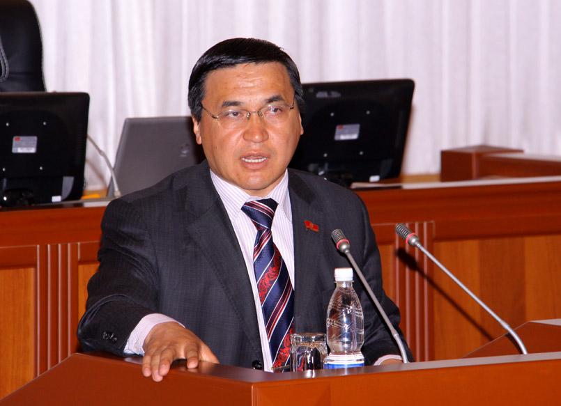 Внутри страны мы можем друг друга критиковать, но перед внешним миром мы должны выглядеть достойно – Каныбек Иманалиев