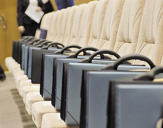 Депутаты рассказали, сколько стоит попасть в первые ряды политпартий