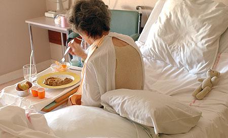 В парламенте призвали правительство увеличить средства, выделяемые на питание больных