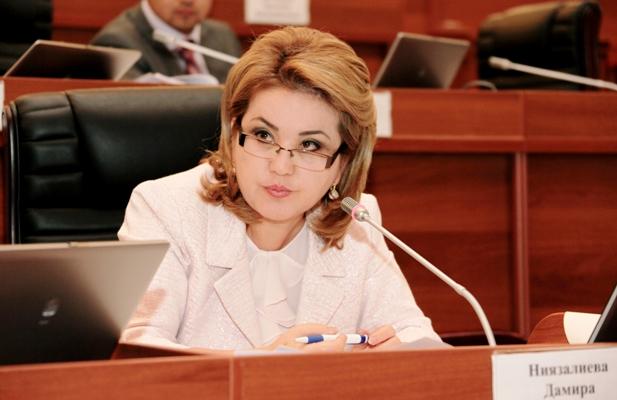 Дамира Ниязалиева недовольна тем, что больницам страны не выделяют средства на ГСМ и ремонт