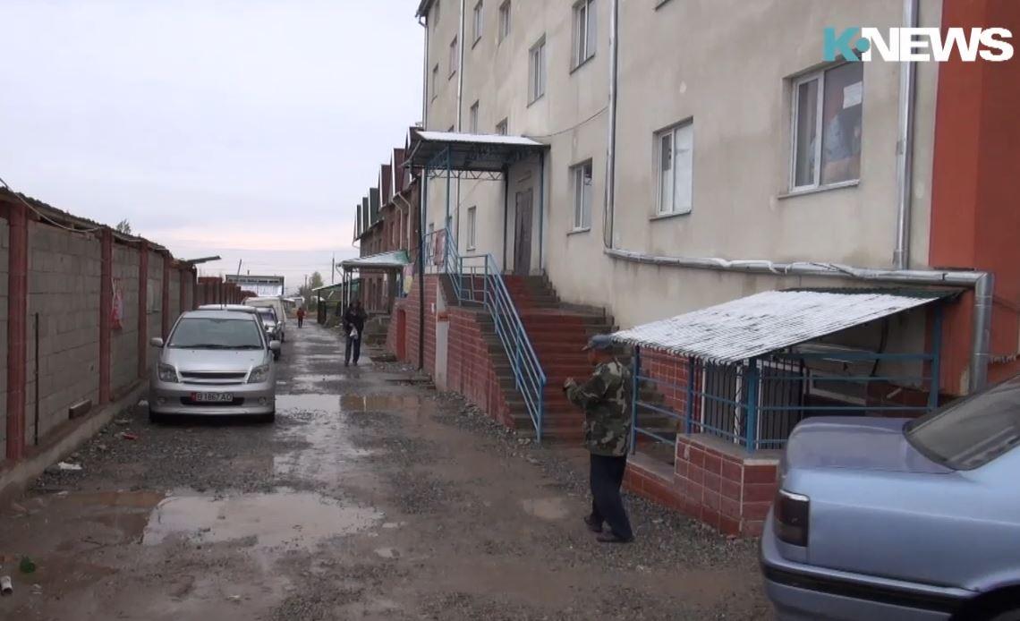 В селе Кок-Жар более 200 семей живут в незаконно построенных многоэтажках