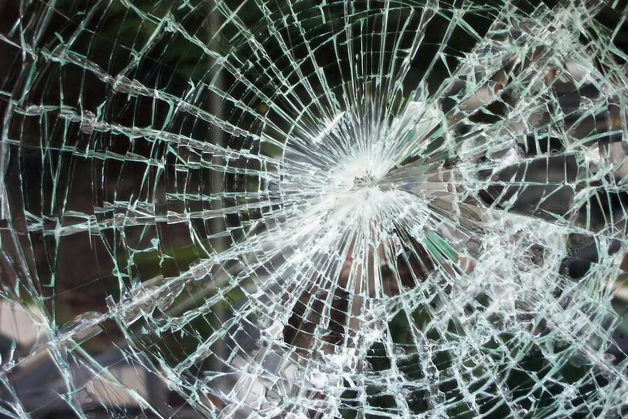 В Бишкеке в результате ДТП с участием трех машин пострадали два человека