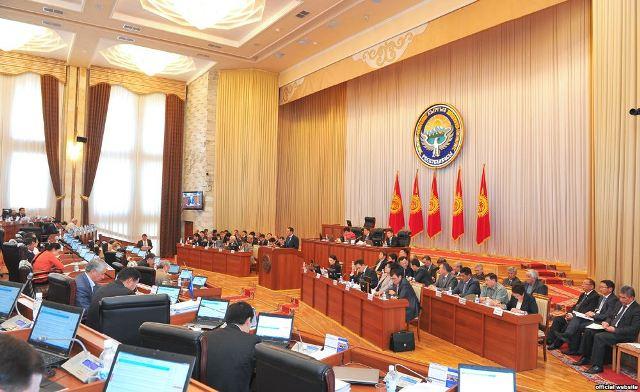 Парламент принял 15 законов на 2015 год на 3,3 млрд сомов без источников финансирования