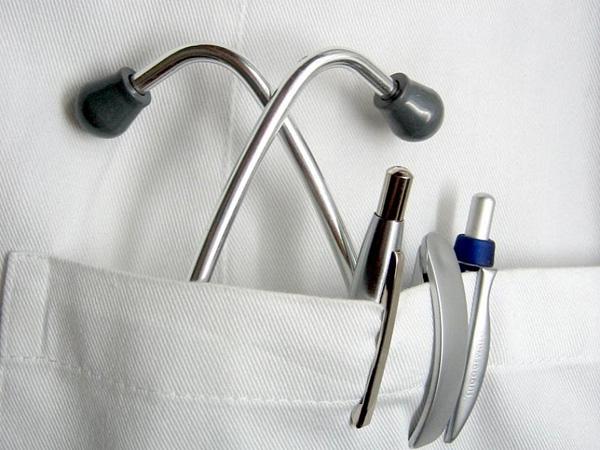 Минэнерго считает хирурга, сделавшего операцию при свете фонарика, безответственным