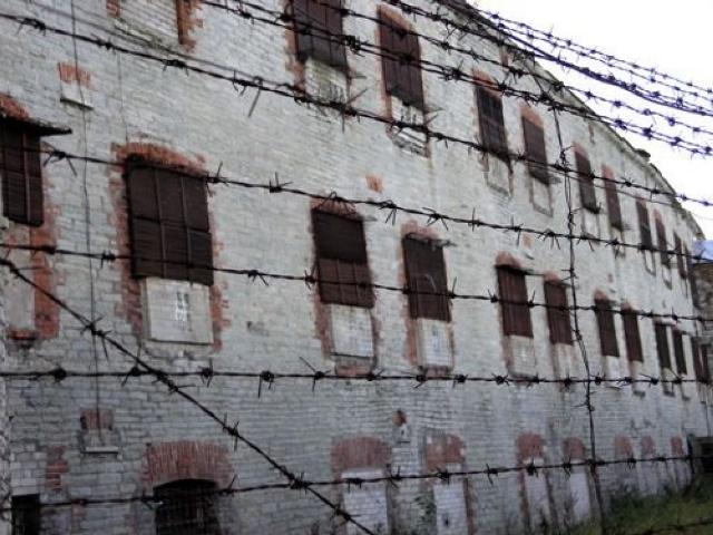 В селе Новопокровка в колонии № 3 застрелен осужденный при попытке побега