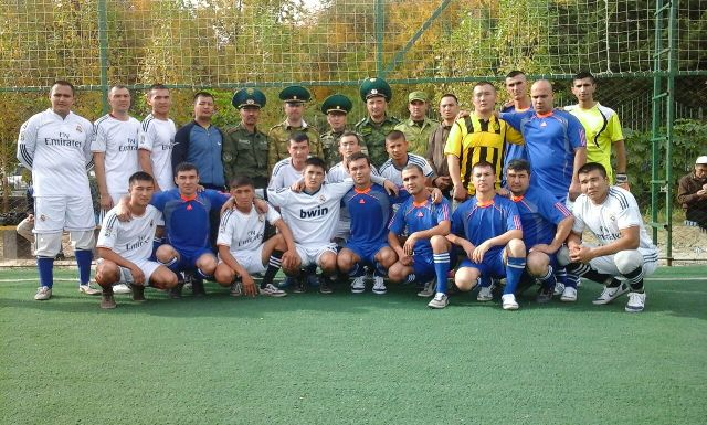 Между пограничниками Кыргызстана и Таджикистана состоялся товарищеский футбольный матч
