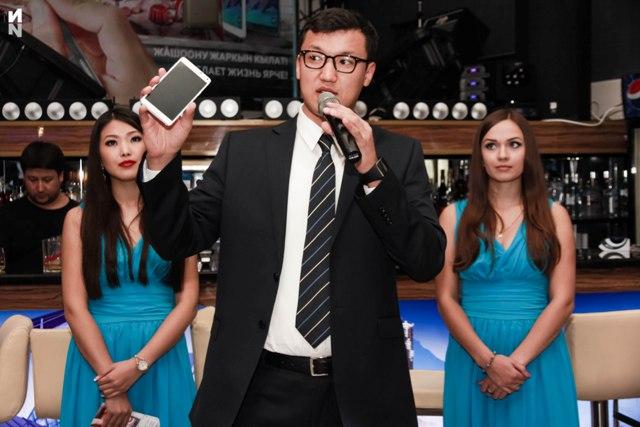 SamsungGalaxyNote 4: кыргызский язык, идеальные селфи, зарядка за 30 минут