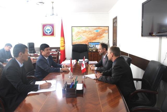 Министр экономики КР обсудил с послом Канады сотрудничество в горнодобывающей отрасли