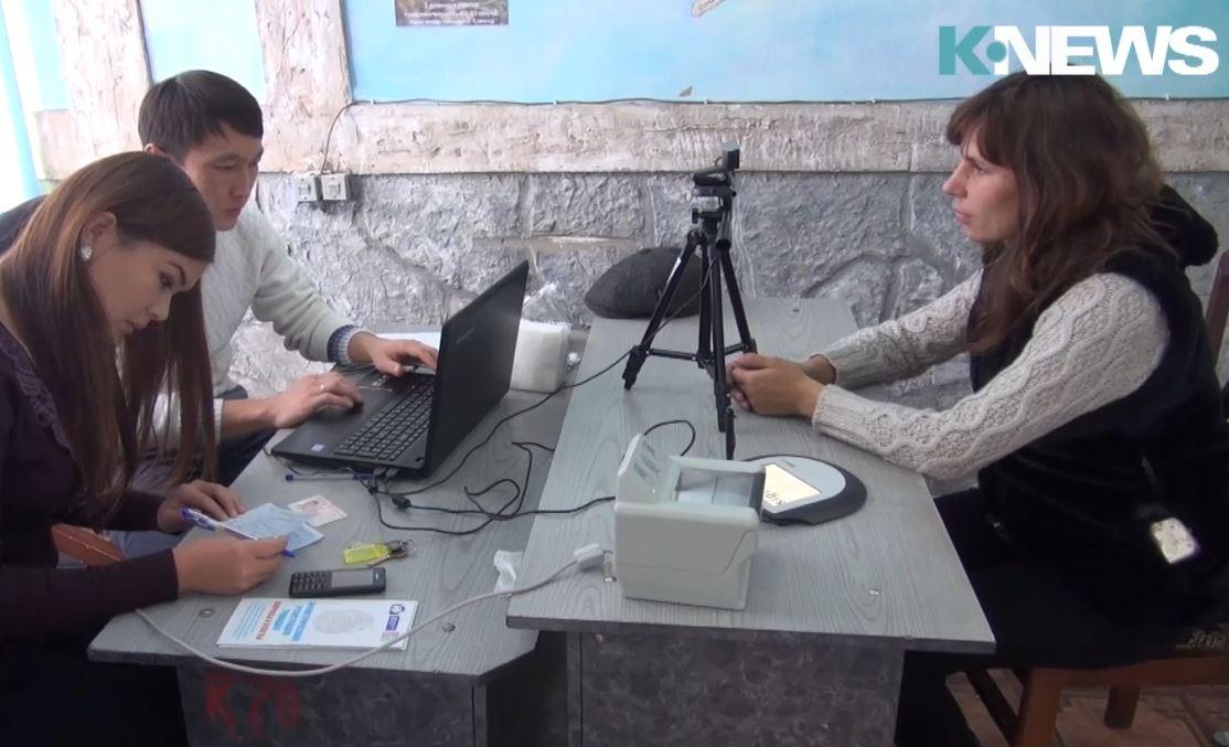 Почему кыргызстанцы не хотят сдавать свои биометрические данные?