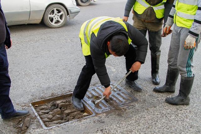 В Бишкеке тестируют новую технику для очистки коллекторно-дренажных сетей