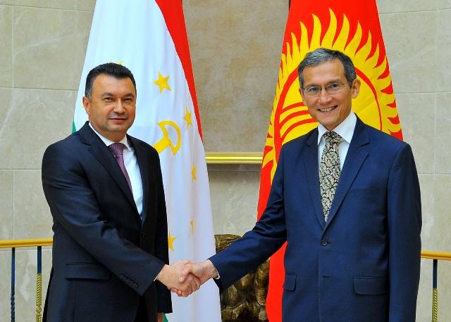 Кыргызстан и Таджикистан нашли понимание по приграничным вопросам – Оторбаев