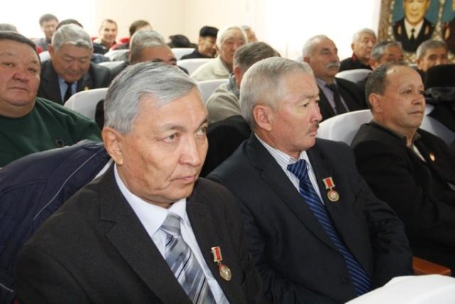 В МВД ветеранам органов внутренних дел вручены медали «90-лет кыргызской милиции»
