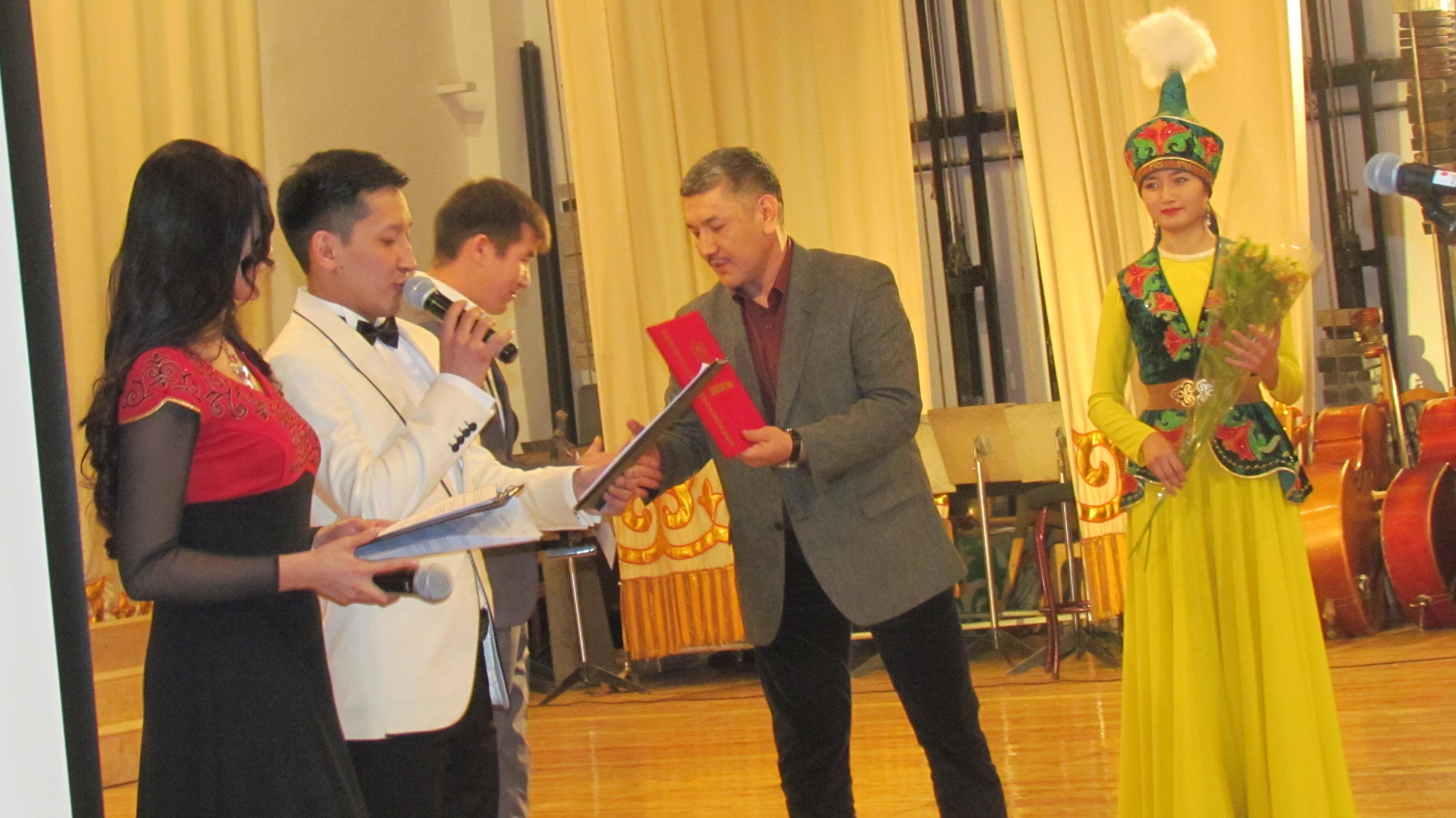 В Бишкеке вручили премию Айтматова