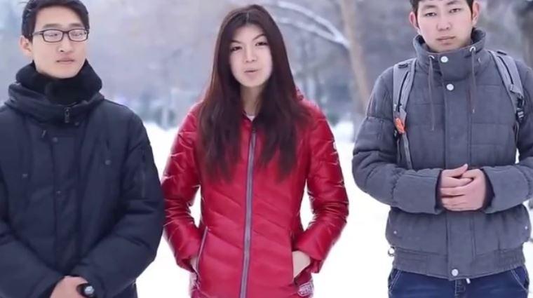 В Бишкеке молодые активисты провели социальный эксперимент «Парни избивают девушку»