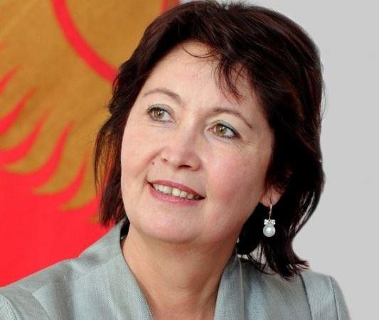 Первая леди Раиса Атамбаева считает неприемлемым принуждение врачей к платному участию в благотворительных мероприятиях