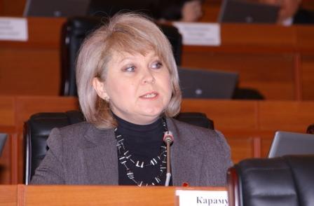 Ирина Карамушкина сделала замечание спикеру за «дискриминацию официального языка»
