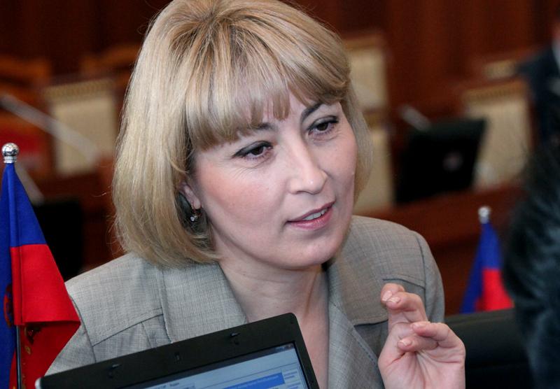 Депутаты, вышедшие из фракции, обязаны сдать свои мандаты - Эристина Кочкарова