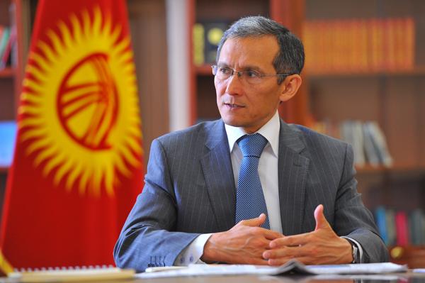 Принцип землячества и дипломатия должны быть исключены при оценке работы правительства – Оторбаев