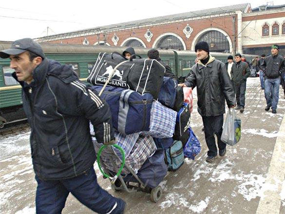 Кыргызстан потеряет около 70 % от $2,5 млрд денежных переводов трудовых мигрантов из-за кризиса в России