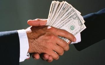 Белый дом может разрешить американским компаниям дачу взяток за рубежом