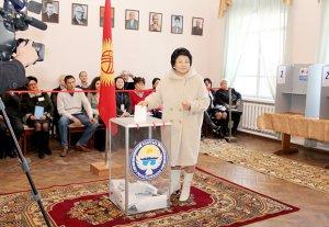 Роза Отунбаева: «Эти выборы – последняя попытка бакиевских вернуться во власть»