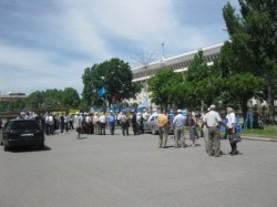 В столице вновь проходит митинг
