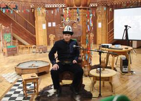 Кыргызский манасчи занял первое место на международном фестивале сказителей и исполнителей Манаса в Якутске