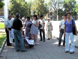 Митингующие возмущены действиями депутата фракции «Ата Мекен»