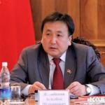Спикер Асылбек Жээнбеков проголосовал за то, чтобы ему оставили двух помощников (список)