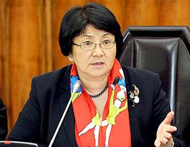 Фонд Прогресса: «Отунбаева вмешивается в выборный процесс»