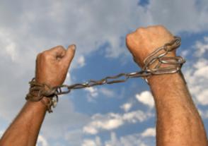 70%  жертв торговли людьми – мужчины