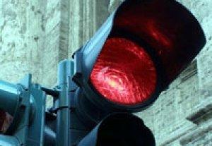 В Бишкеке, на пересечении улиц Ахунбаева и Баха установлен светофор