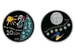 Нацбанк подарил 5 тысяч сомов победительнице конкурса, чей рисунок лег в основу коллекционной монеты