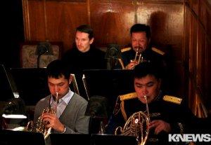 В Бишкеке проходит концерт, посвященный заслуженному артисту Кыргызстана Эркину Касымову