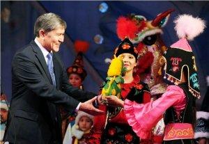 В Бишкеке состоялась президентская елка с участием детей со всех регионов страны