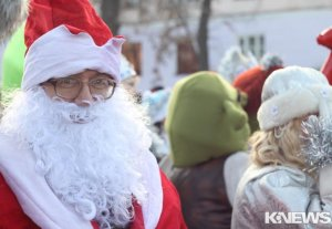 В Бишкеке прошло шествие Дедов Морозов