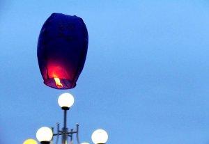 Бишкекчане «раскрасили» небо воздушными фонариками
