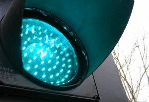 На центральной улице Каракола устанавливают светодиодные светофоры