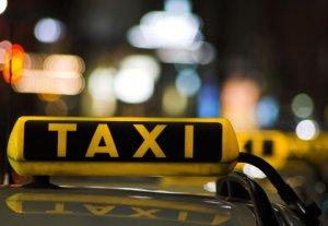 В Бишкеке бастуют водители такси «Удача»