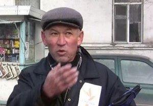 Ондуруш Токтонасыров в одиночестве митингует возле посольства Казахстана