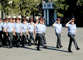 На более чем 5 миллионов кыргызстанцев приходится  всего 8 тысяч милиционеров