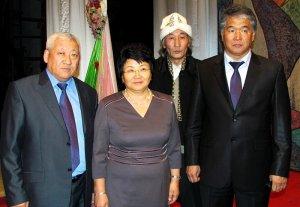 В Бишкеке прошел вечер поэзии c участием Розы Отунбаевой