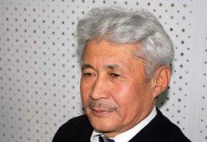 Турсунбек Акун выразил недовольство отсутствием депутатов на круглом столе о насилии над женщинами