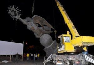 На площади Ала-Тоо начались работы по демонтажу памятника «Эркиндик»