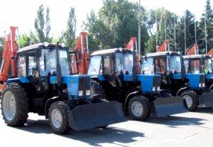 Алмазбек Атамбаев вручил фермерам ключи от тракторов, полученных в лизинг от Китая