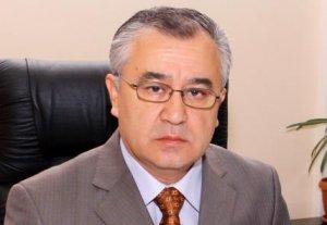 Омурбек Текебаев выделил личные деньги на памятники Манасу и Чингизу Айтматову