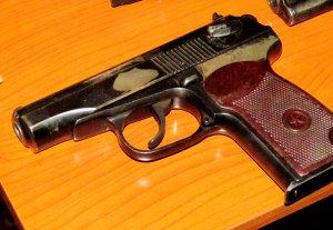 Кыргызстанцы сдают огнестрельное оружие, утерянное во время беспорядков 2010 года