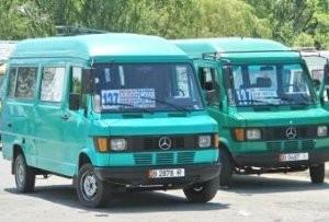 Мэрия Бишкека: водитель маршрутки, смотревший клипы во время езды, уволен